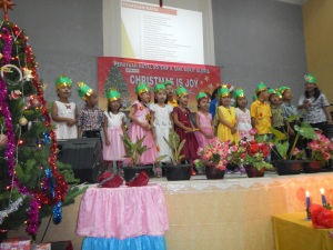 Bogor 1st graders Christmas song